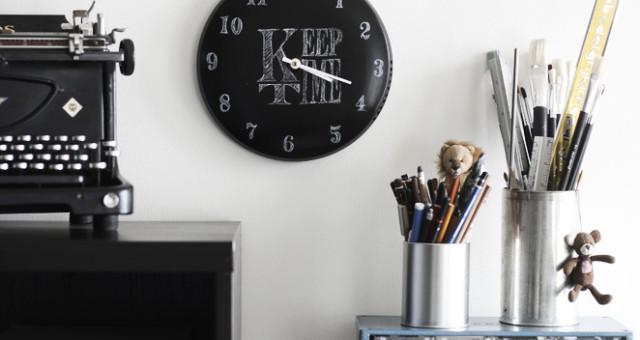 DIY: Chalkboard clock from a pot lid