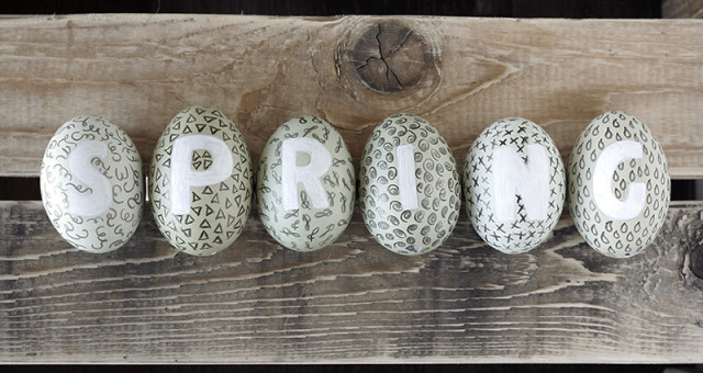 Easter tutorial - Doodling and lettering on Eggs